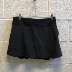 Lululemon black skirt w/ pleats on back sz 6 tall